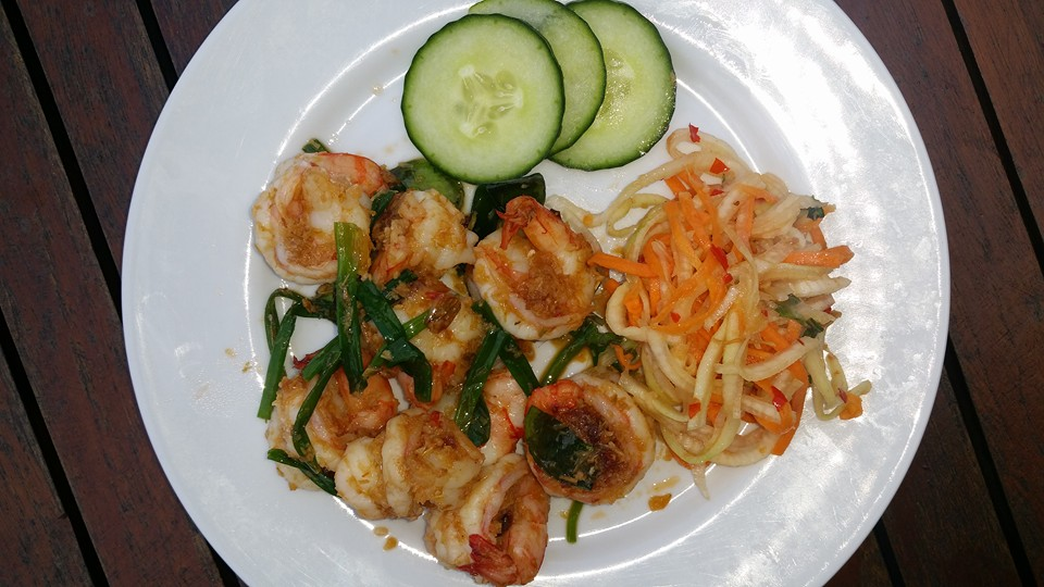 Gambas ail et ciboule avec salade fraiche
