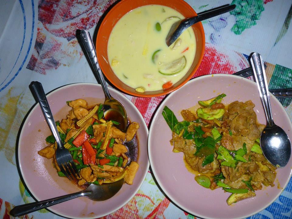 Green curry + poulet légumes + porc citronnelle + feuilles de citronnier